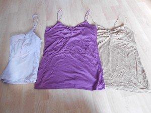taille S/M, violet et marron, le 3ème c'est un débardeur rose clair, pour faire du sport
